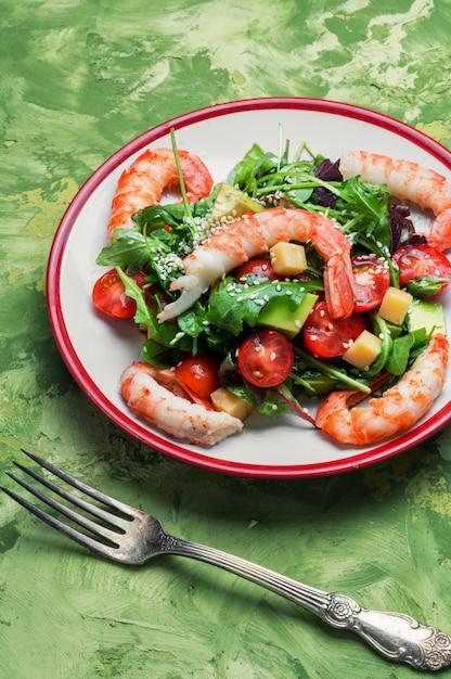 Salade Printanière Aux Fruits De Mer Photo Premium