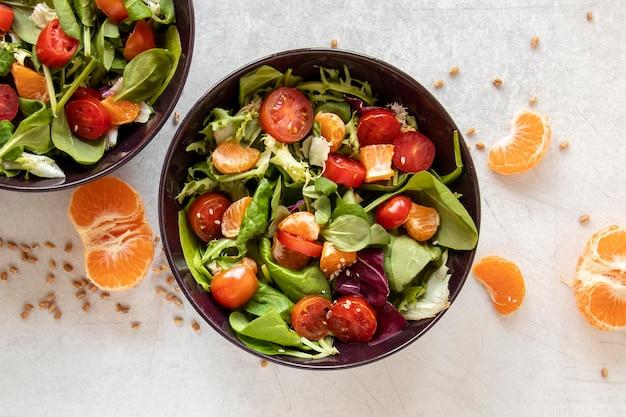 Salade Savoureuse Aux Légumes Et Fruits Photo gratuit