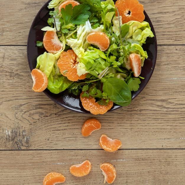 Salade Vue De Dessus Avec Légumes Et Fruits Photo gratuit