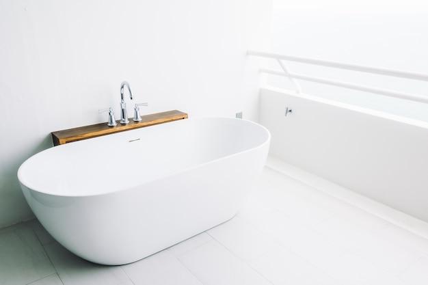 Salle de bain maison de décor luxueux Photo gratuit