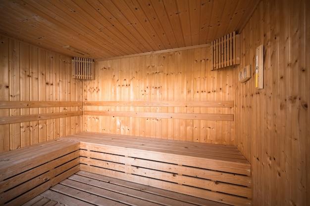 Salle Intérieure De Sauna En Bois, Détendez-vous Dans Un Sauna Chaud Photo Premium