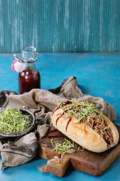 Sandwich au porc effiloché Photo Premium