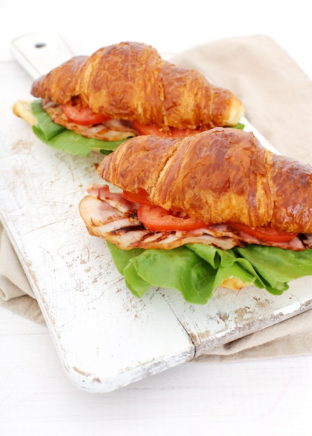 Sandwich Aux Légumes Croissants Photo gratuit