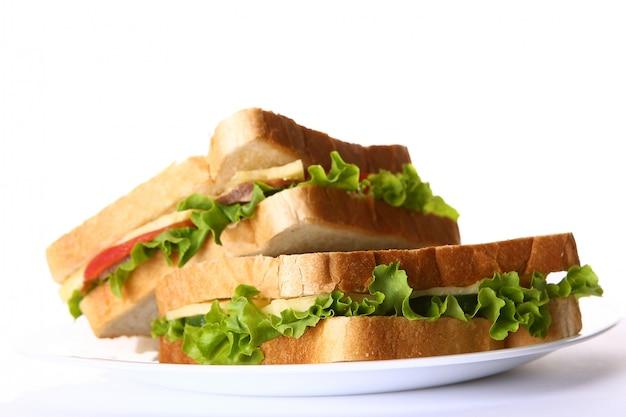 Sandwich Frais Aux Légumes Et Tomates Photo gratuit