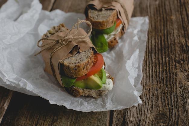 Sandwiches Sur La Table Photo gratuit