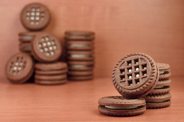 Sandwichs biscuits ronds fourrés à la vanille Photo Premium