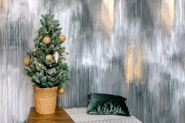Sapin de noël, décorations et décorations de noël Photo Premium