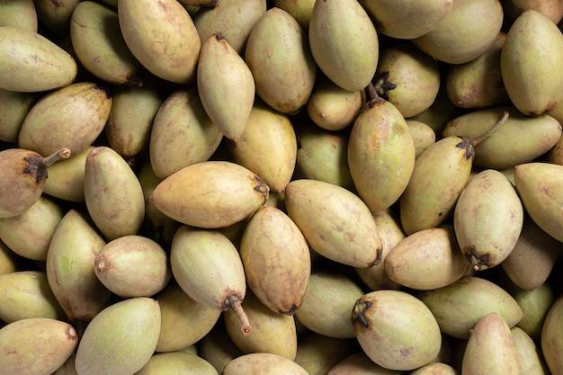 Sapodilla fruits récolte agriculture matières premières aliments Photo Premium
