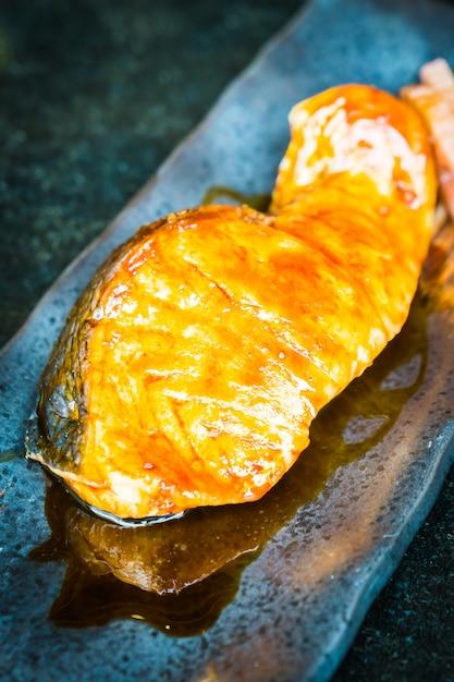 Saumon Grillé à La Sauce Teriyaki Sucrée Photo gratuit