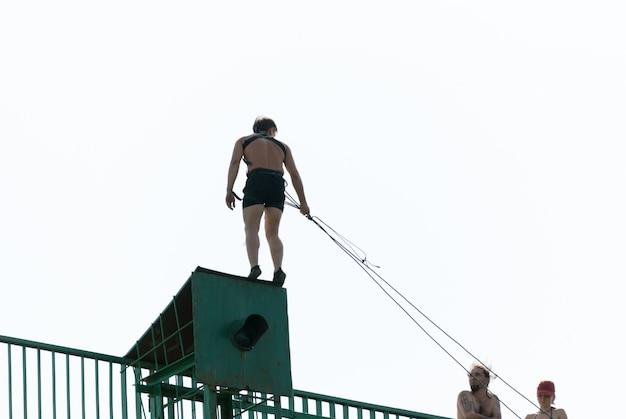 Saut à Cordes Sportives Extrêmes Photo gratuit