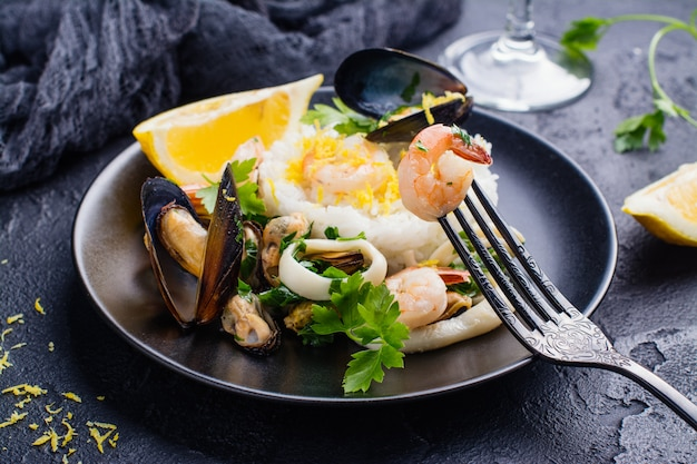 Sauté de fruits de mer Photo Premium