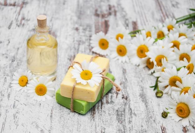Savon artisanal et camomille Photo Premium