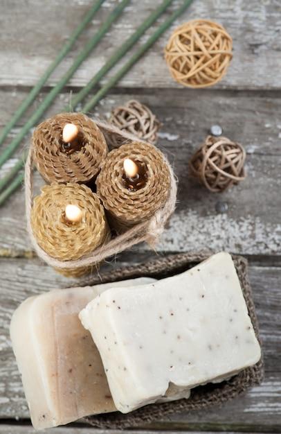 Savon naturel aux olives et aux bougies au miel Photo Premium