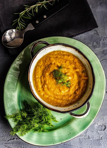 Savoureuse soupe à la citrouille Photo Premium