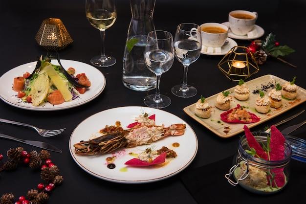 Savoureux plats de restaurant Photo Premium