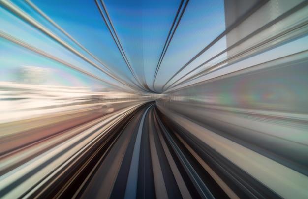 Scène furistique mouvement flou depuis le train tokyo au japon de yurikamome ligne en mouvement Photo Premium