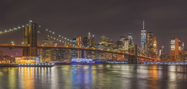 Scène Panoramique De New York Cityscape Avec Brooklyn Bridge, Usa Photo Premium