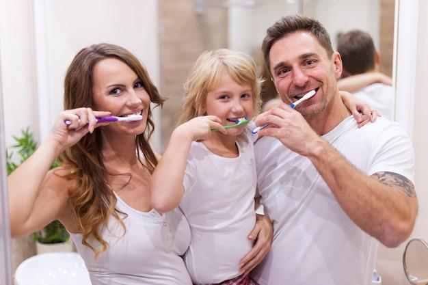 Se Brosser Les Dents C'est Notre Habitude Photo gratuit