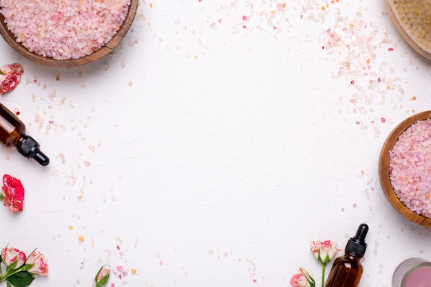 Sel De Bain, Masseur Et Bouteilles D'huile Naturelle Photo Premium