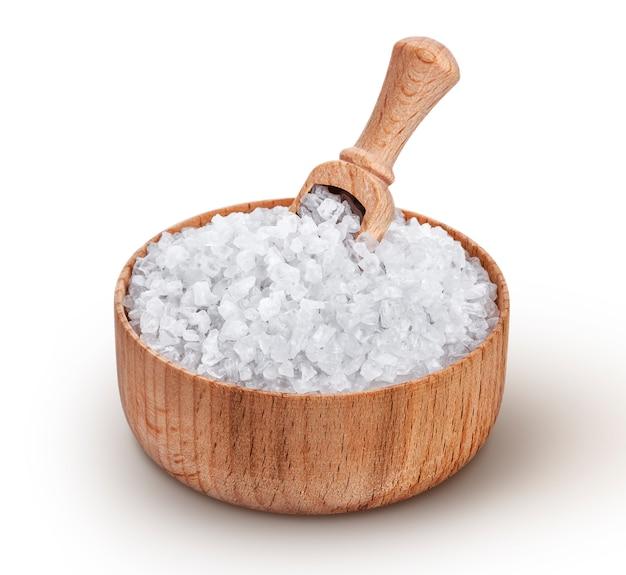 Sel De Mer Dans Un Bol En Bois Avec Cuillère Isolé Sur Fond Blanc Photo Premium