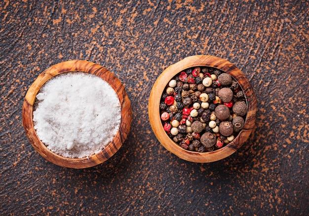 Sel et poivre. fond culinaire Photo Premium