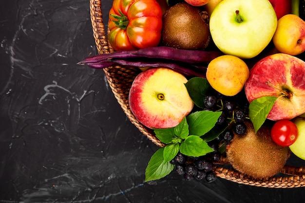 Sélection d'aliments sains et colorés Photo Premium