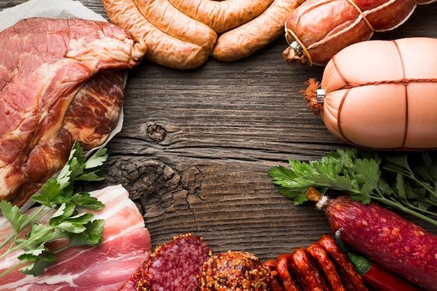 Sélection De Gros Plan De Viande De Porc Sur La Table Photo Premium