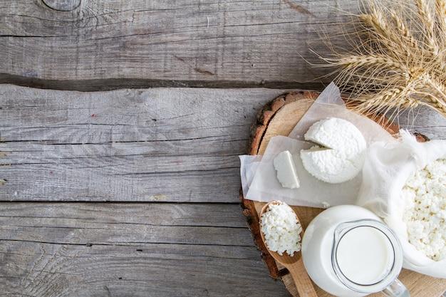 Sélection de produits laitiers et de blé Photo Premium