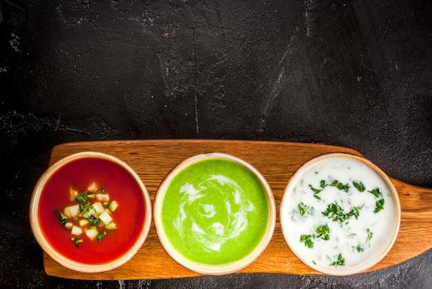 Sélection De Soupes D'été Fraîches Et Rafraîchissantes Photo Premium