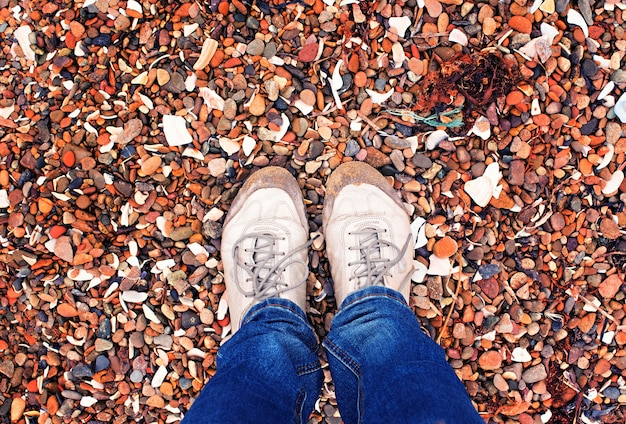 Selfie jambes fille au bord de la mer Photo Premium