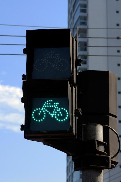 Sémaphore sur vert pour vélo Photo Premium