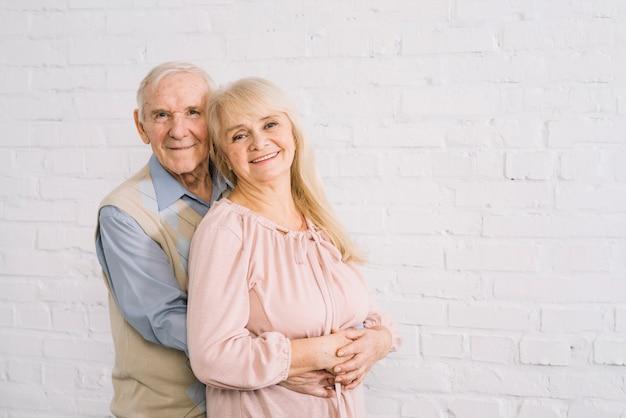 Senior couple amoureux Photo gratuit