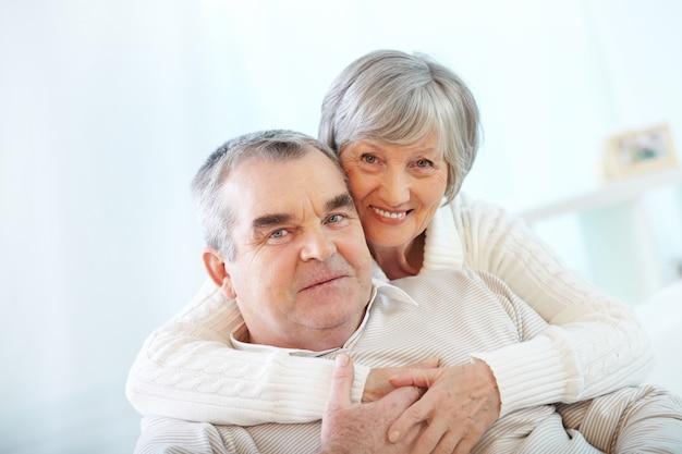 Senior couple appréciant leur retraite Photo gratuit