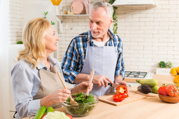 amoureux de salade datant pouvez-vous faire de l'argent avec des sites de rencontres en ligne