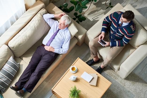 Senior Man In Therapy Session Photo Premium
