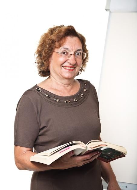 Senior professeur souriant Photo Premium