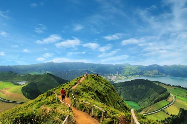 Sentier menant à une vue sur les lacs de sete cidades, azo Photo Premium