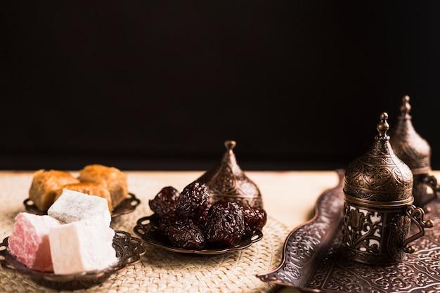 Service à bonbons et café turcs traditionnels Photo gratuit