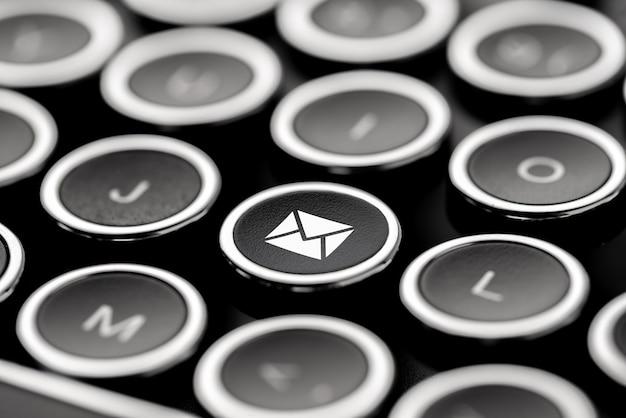 Service client & icône de contact sur le clavier rétro Photo Premium