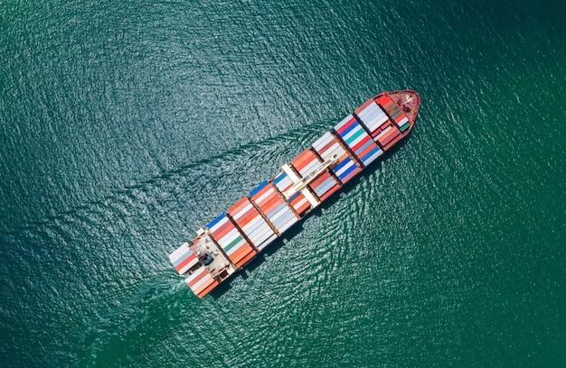 Services aux entreprises transport de conteneurs de fret import et export transport fret océan Photo Premium