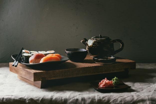 Set de sushi nigiri et rouleaux de sushi Photo Premium