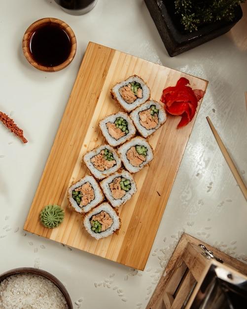 Set de sushis au wasabi et gingembre 5 Photo gratuit