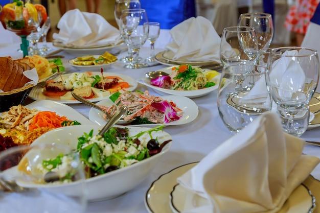Set de table pour mariage ou autre dîner avec traiteur Photo Premium