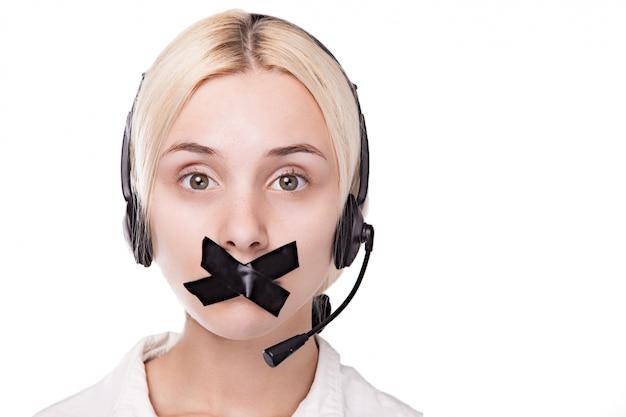 Sexy jeune femme blonde dans un casque lève les yeux et ne peut pas parler, Photo Premium