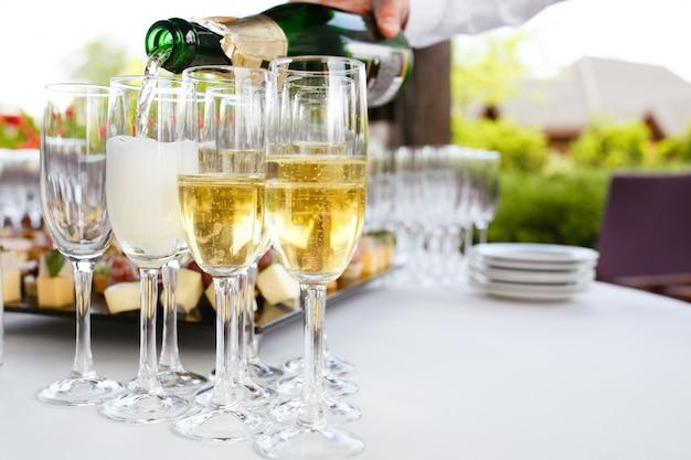 Shapanske versé dans des verres Photo Premium