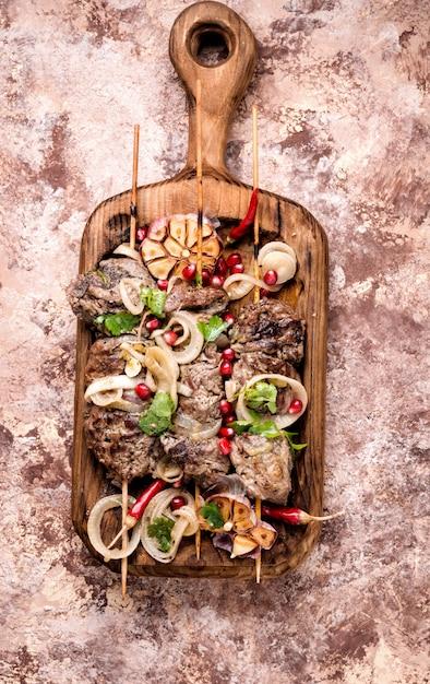 Shish kebab ou shashlik grillé Photo Premium