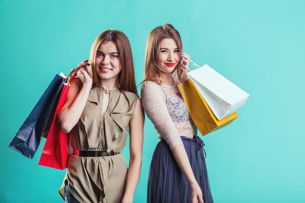 Shopping Filles Avec Des Sacs Photo Premium