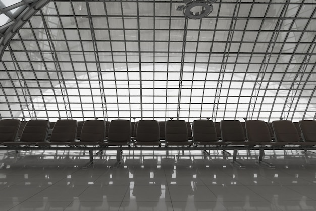Sièges à l'aéroport Photo Premium