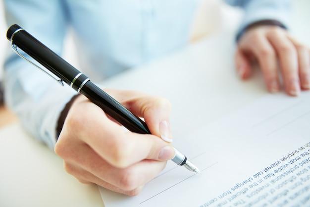 Signature d'un contrat Photo gratuit