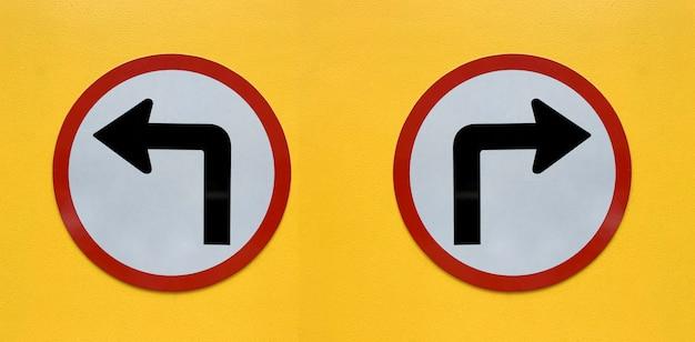 Signe de la flèche isolé sur blanc Photo Premium